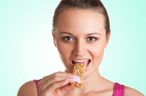 woman-eating-a-cereal-bar